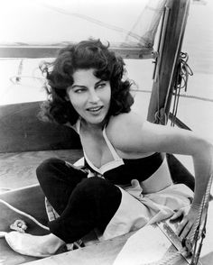 """""""When I'm old and gray, I want to have a house by the sea. And paint. With a lot of wonderful chums, good music, and booze around. And a damn good kitchen to cook in."""" --Ava Gardner (minus the booze. Ava Gardner, Rita Hayworth, Vintage Hollywood, Hollywood Glamour, Hollywood Stars, Hollywood Photo, Hollywood Icons, Veronica Lake, Jean Harlow"""