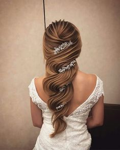 Elegant wedding ideas to wow your guests---elegant and classy wedding hairstyles, long hair with hair vine, silver headpieces, vintage weddings, luxurious wedding theme Fancy Hairstyles, Braided Hairstyles, Wedding Hairstyles, Hairstyle Ideas, Perfect Hairstyle, Homecoming Hairstyles, Beautiful Hairstyles, Elegant Wedding Hair, Vintage Wedding Hair