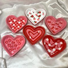 Ceramic Clay, Ceramic Pottery, Pottery Art, Diy Clay, Clay Crafts, Arts And Crafts, Jewelry Dish, Clay Jewelry, Heart Jewelry