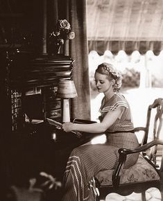 bette davis in her house in 1930s