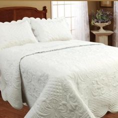 Flat quilts with matching pillow cases