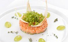 tatarák z lososa recept Risotto, Shrimp, Meat, Ethnic Recipes, Coaching, Bikini, Fitness, Dukan Diet, Salmon Tartare
