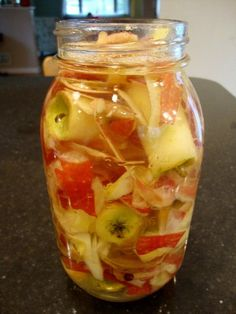 Fitness nutrition apple cider vinegar Apple cider vinegar is so good for you! And you wouldnt believe how easy it is to make homemade apple cider vinegar from apple scraps. Recipe from Real Food Real Deals. Homemade Apple Cider Vinegar, Comida Diy, Do It Yourself Food, How To Make Homemade, How To Make Vinegar, Fermented Foods, Canning Recipes, Crockpot Recipes, Food Storage
