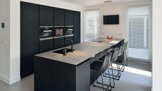 Kitchen Interior, Kitchen Decor, Küchen Design, Interior Design, Grey Bar Stools, Functional Kitchen, Modern Kitchen Design, Kitchen Organization, Home Kitchens