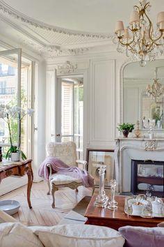 30 Chic Home Design Ideas - European interiors. The Best of home design ideas in - Luxury Interior Design Sala Glam, Home Living, Living Room Decor, Modern Living, Modern Wall, Modern Decor, French Apartment, Parisian Apartment, Paris Apartments