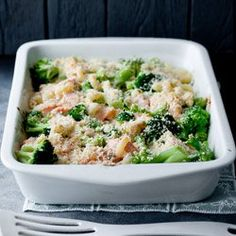 Macaroni casserole with broccoli, salmon and mozzarella A matter of taste - Kuchnia - Makaron Macaroni Casserole, Steamed Broccoli, Pasta Bake, Mozzarella, Healthy Recipes, Healthy Foods, Food Porn, Meals, Dinners