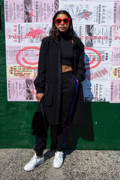 Hannah Bronfman attends the Public School runway show during New York Fashion Week at the Canel Arcade on September 10 2017 in New York City Fashion Idol, Black Girl Fashion, Hipster Fashion, School Fashion, Fashion News, Fashion Outfits, New York Winter Fashion, New York Fashion, Daytime Outfit