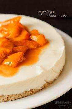 {:en}Apricot Cheesecake: vegan no-bake recipe. No cream cheese, no nuts. Traditional German recipe based on vegan quark. Gluten-free option. {:} Easy Vegan Cake Recipe, Recipe For Lemon Coconut Cake, Vegan Dessert Recipes, Vegan Sweets, Vegetarian Recipes, Healthy Cheesecake, Cheesecake Recipes, Seitan, Lemon Recipes