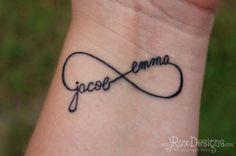 Tatuagem com o nome dos filhos no símbolo do infinito