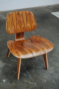 - Eames My parents had this chair in their bedroom for years. Wonder what happened to it. Vintage Furniture, Cool Furniture, Modern Furniture, Furniture Design, Famous Chair Designs, Danish Modern, Mid-century Modern, Love Chair, Chair Makeover