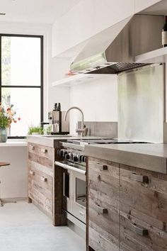love the design don't like the handles though. Timber kitchen ❤