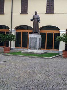 Beato Francesco Spinelli - cortile interno Casa Madre Suore Adoratrici - Rivolta d'Adda