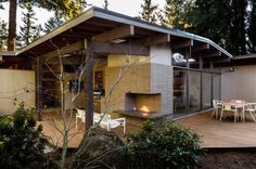 Inside Houzz: Setting a Midcentury Mood in Portland by Annie Thornton