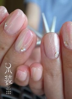 Prized by women to hide a mania or to add a touch of femininity, false nails can be dangerous if you use them incorrectly. Types of false nails Three types are mainly used. Gem Nails, Love Nails, Pretty Nails, Beautiful Nail Polish, Nail Photos, Nail Envy, Bridal Nails, Types Of Nails, Stylish Nails