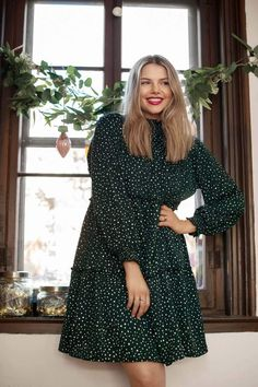 """Robe AY477- Développée à Québec, Canada.- Laura mesure 5pi8 et porte la grandeur """"grand"""".- Andréanne (la fondatrice) porte toujours la grandeur """"très petit"""".- Disponible en 5 couleurs.- Composante du vêtement: 100% polyester. Mannequin, Dresses With Sleeves, Polyester, Long Sleeve, Online Shopping, Canada, Products, Fashion, Budget"""