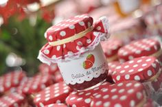 Festa Grande Pic Nic Strawberry Shortcake Birthday, Vintage Strawberry Shortcake, Picnic Theme, Picnic Style, Festa Toy Store, Red Riding Hood Party, Picnic Decorations, Party Poppers, Masha And The Bear