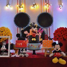 Turma do Mickey por @liviamartinsfestas ! #loucaporfestas  #festainfantil  #kidsparty  #kidsdecor  #festamickey #mickeyparty