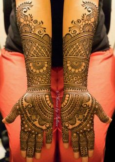 Legs are a very beautiful canvas for showcasing Mehndi. It is a tradition for the Indian bride to apply mehndi both on the hands and the legs. Henna Hand Designs, Tribal Tattoo Designs, Mehndi Designs Finger, Latest Bridal Mehndi Designs, Mehndi Design Pictures, Modern Mehndi Designs, Wedding Mehndi Designs, Design Tattoo, Right Hand Mehndi Design