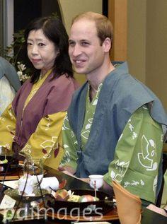 Prince William & Japanese Prime Minister Shinzo Abe don yukatas for a dinner in Fukushima.