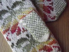 Handknit Estonian mittens by thomasina knits, via Flickr Knit Mittens, Mitten Gloves, Knitted Hats, Intarsia Patterns, Knitting Patterns, Hand Knitting, Knitting Machine, Handmade Clothes, Handicraft
