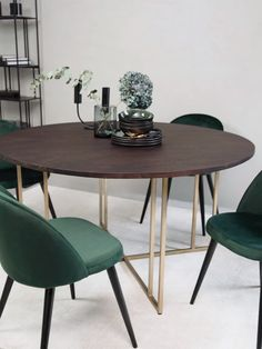 31 Lovely Modern Dining Table Ideas For Your Dining Room - A modern dining table is quite different from the traditional ones with respect to various features. Design is one of the vital aspects that make it u. Modern Dining Room Tables, Dining Table Chairs, Dining Table Settings, Velvet Dining Chair, Colored Dining Chairs, Scandinavian Dining Chairs, Leather Dining Chairs, Circular Dining Table, Dining Table Design