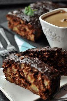 Kakaowe ciasto orkiszowe z jabłkami