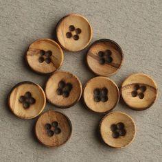 Træknap 4 huller brændt 12mm - Træ - Knapper