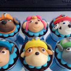 Bolo Do Paw Patrol, Cumple Paw Patrol, Paw Patrol Cake, Paw Patrol Party, Mini Cupcakes, Fondant Cupcakes, Cupcake Cookies, Paw Patrol Cupcake Toppers, Paw Patrol Cupcakes