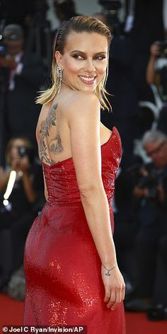 Scarlett Johansson dazzles in red at Marriage Story premiere Perky: The star's outfit also highlighted her peachy posterior… Scarlett Johansson, Black Widow Scarlett, Black Widow Natasha, Natasha Romanoff, Black Widow Avengers, Red Gowns, Wedding Dress, Beautiful Celebrities, Beautiful Women