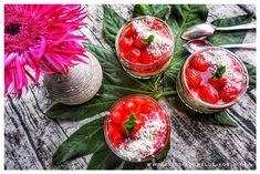 Erdbeertraum Dessert im Glas l Erdbeer-Kuchen aus dem Glas ohne Backen l Strawberry Sadness Jamie Oliver, Pear, Strawberry, Low Carb, Vegetables, Desserts, Recipes, Strawberries, Focaccia Bread Recipe