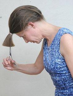 How to Cut Your Own Hair??? (4) Trim Your Own Hair, Cut Own Hair, How To Cut Your Own Hair, Hair Cut Diy, Hair Hacks, Lee Stafford, Diy Haircut Layers, Medium Hair Styles, Curly Hair Styles