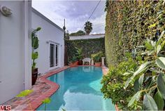 I dunno....maybe they should've NOT put this pool in. #designdisasters #losangeles #realestate