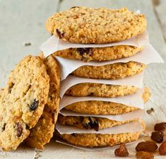 Are you searching for a great diabetic cookie recipes? Here are some great options to satisfy the need for a cookie without completely ruining your diabetic diet. These diabetic cookie recipes use options like sugar substitutes and almond or coconut flour Oatmeal Raisin Cookies, Oatmeal Cookies, Diabetic Cookie Recipes, Blueberry Bread, Post Workout Food, Workout Meals, Yummy Cookies, Health Desserts, Food Cakes