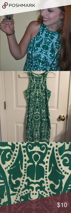 Cute Green and white dress Form fitting green and white patterned dress. Gold zipper in back. 95% cotton and 5% elastane. Cute and comfortable for a fun night out. Good used condition. H&M Dresses Mini