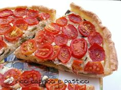 Torta salata di zucchine e salmone e pomodori