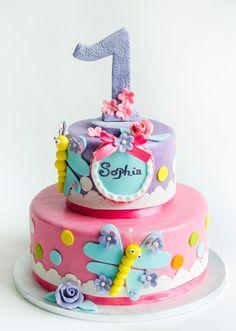 Un tort simpatic, cu libelule colorate, a fost personalizat special pentru o fetita dulce, pe nume Sofia, cu ocazia implinirii minunatei varste de 1 anisor. Noi speram ca le-a incantat atat privirea, cat si papilele gustative.