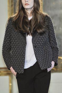 Вязаные пальто, платья и жакеты из коллекции Les Copains Осень-Зима 2011: Вязание крючком и спицами