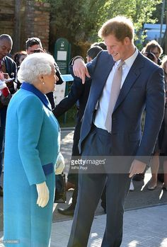 Prince Harry Presents Chelsea Flower Show to Queen Elizabeth!: Photo Prince Harry is handsome in a suit while attending the annual Chelsea Flower Show held at the Royal Hospital Chelsea on Monday (May in London, England. Prince Harry Of Wales, Prince William And Harry, Prince Harry And Megan, Prinz Philip, Prinz Charles, Prince And Princess, Princess Kate, Prinz Harry Meghan Markle, Queen Elizabeth