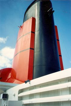 Queen Mary 1, Rms Queen Elizabeth, Cunard Ships, Nelson's Column, Navy Day, Merchant Navy, Safe Harbor, Oceans Of The World, Ocean Waves