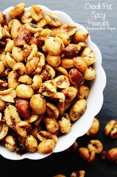 Crockpot Spicy Peanuts Recipe Tammilee Tips Make with homemade chili seasoning tho Spicy Crock Pot Chili Nuts are the perfect snack! Super easy to make, spicy and taste amazing. Crock Pot Chili, Spicy Crockpot Chili, Homemade Chili Seasoning, Chili Chili, Slow Cooker Recipes, Crockpot Recipes, Cooking Recipes, Yummy Snacks, Healthy Snacks
