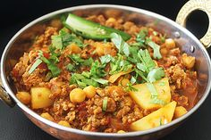 "Vegetarian-ize that recipe with Quorn Grounds: Keema & Chickpea Aloo Balti at The Curry Guy Ltd. QuornUS call is ""Grounds"", QuornUK calls it ""Mince"", mate. Quorn Recipes, Mince Recipes, Veggie Recipes, Indian Food Recipes, Gourmet Recipes, Diet Recipes, Vegetarian Recipes, Cooking Recipes, Healthy Recipes"