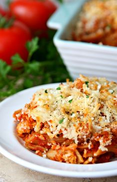 This recipe for Dump and Bake Chicken Parmesan is an easy, cheesy dinner where everything bakes together in one dish. Just dump and bake and your dinner is ready! Chicken Parmesan Recipes, Baked Chicken, Chicken Meals, One Pot Meals, Easy Meals, Dump Dinners, Cheap Dinners, Yum Yum Chicken, Pasta Dishes