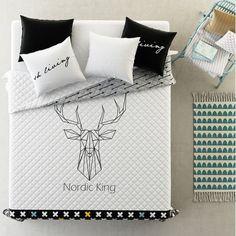 Prehoz na manželskú posteľ v bielo čiernej farby s jeleňom