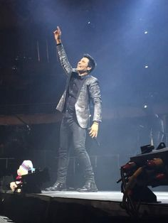 Tercer show en #Chile!! GRACIAS por tanto cariño! #EnTodoEstareTour FOTOS: http://bit.ly/1jZyHnO