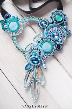 Collana con Swarovski, soutache, perle. Soutache necklace.