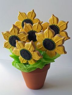 Sunflower Cookie Bouquet  This would make a cute gift for any reason.