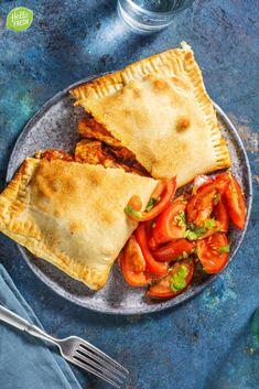 Empanadas, I Love Food, Finger Foods, Thai Red Curry, Meet, Lunch, Fresh, Baking, Ethnic Recipes