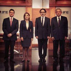 .@EPN @josefinavm @lopezobrador_ y @g_quadri antes de comenzar el primer #debate2012 Foto: Notimex