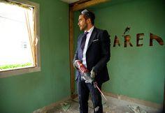 """Acteur reconnu, séducteur au tableau de chasse bien rempli, Jake Gyllenhaal est cette semaine à l'affiche de """"Demolition"""", film dans lequel il entre dans la peau de Davis, un banquier d'affaires qui perd sa femme dans un accident de la route et qui trouve une manière originale de faire son deuil : en détruisant sa vie pour mieux la reconstruire . L'occasion de faire le tour de quelques uns de ses plus beaux clichés et de retomber une nouvelle fois sous son charme."""
