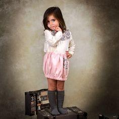 Look niña con falda en espiga rosa y blusa en plumeti crudo con canesú con estampado de pájaros #kids #corazondeleonkids #falda #moda #madeinSpain #AW15-15 #espiga #rosa #blusa #plumeti #pájaros #bird #crudo #look #niña
